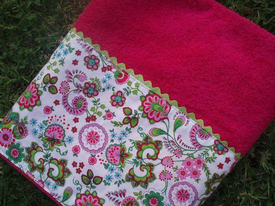 Toalla fucsia con tela flores fucsia y verde toallas for Toallas piscina
