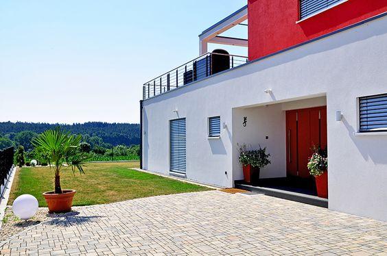 Einfamilienhaus PURE #schönerwohnen #holzhaus #bauenmitholz #wohnhaus #einfamilienhaus #modernwohnenmitholz #architektur #architecture #bauhausvilla #bauhaus #modern #dachterrasse