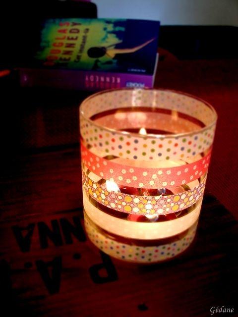 Entourez un pot de bougie en ruban adhésif fantaisie http://www.avecpassion.fr/610-masking-tape-papier-adhesif-deco-washi