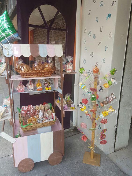 Candypop...dulces, chocolate y café orgánico...a un costado del parque de la alameda en Santa Maria la Ribera sobre la calle Salvador Diaz Mirón #106