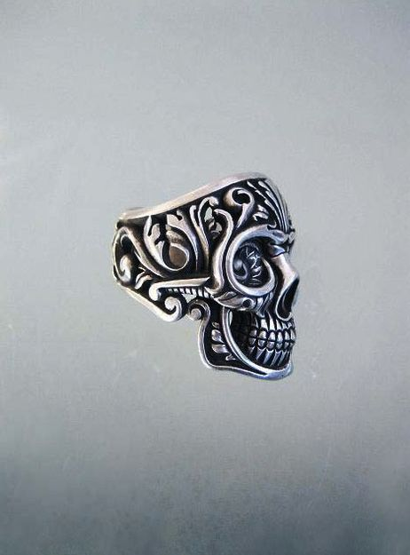 Cute ring = Lindo anillo