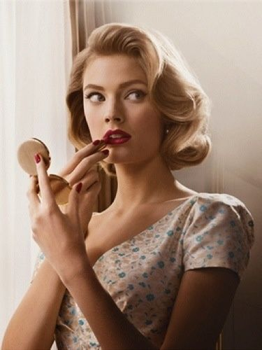 Vintage HairStyle Inspiration: The Romantic Arc of the Brushed-Out Roller-Set
