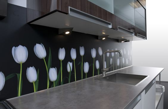 Strakke Keuken Achterwand : Strakke keuken met vrolijke achterwand van Dekker. Door de achterwand