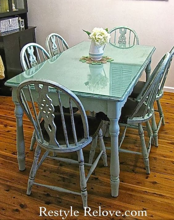 Mesas de comedor de colores · Colorful dining tables renovacion