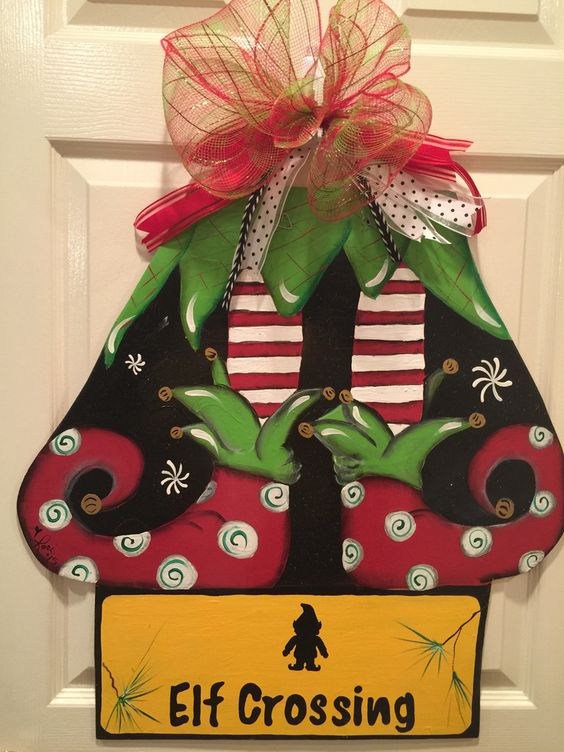 Weights elf door and originals on pinterest for Elf door decoration