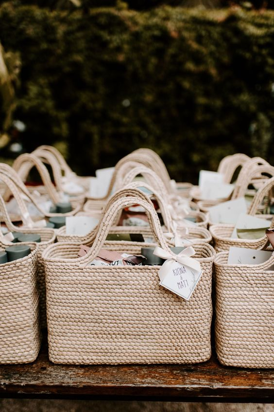 Natural wedding favour baskets made of earth-friendly  straw