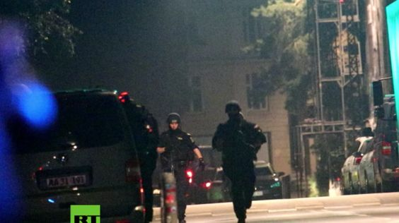 Letzte Nacht hat ein Unbekannter das Feuer in Christiania einem Bezirk in…