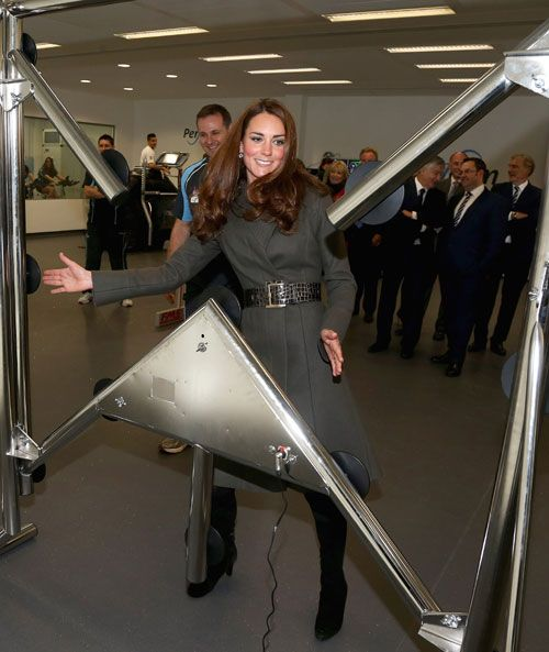 William and Kate score with the England squad at FA centre of excellence opening - Picture 5