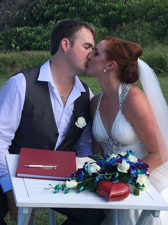 Kisses at Point Arkwright  Suzanne Riley Marriage Celebrant  Sunshine Coast Queensland