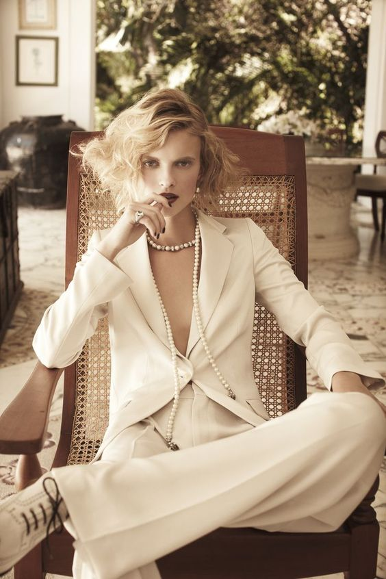 Modern version of the 1930s Chanel pant suit. Winter white.