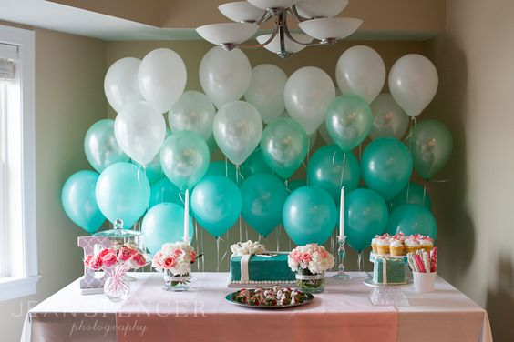 Tiffany's blue ombre balloons | See the full shoot on http://www.jeanspencerphoto.com/blog/..... photography by Jean Spencer