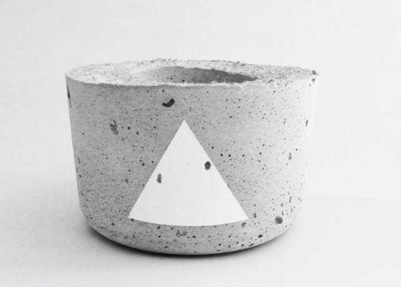 Handmade concrete planter for plants and flowers, White Edition (15 euro + verzendkosten)