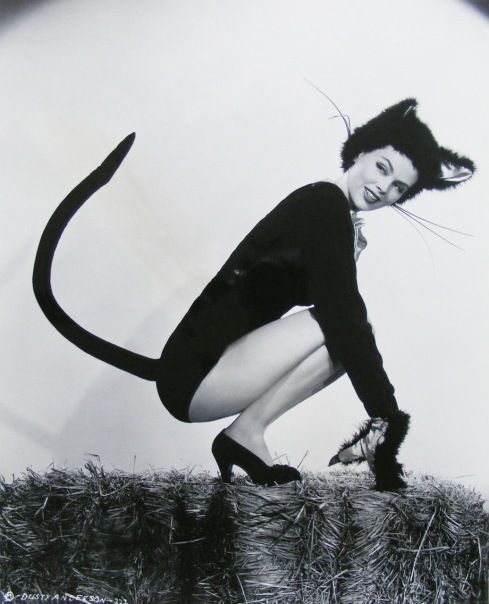 Pinup Girl Dusty Anderson (1940-1945)