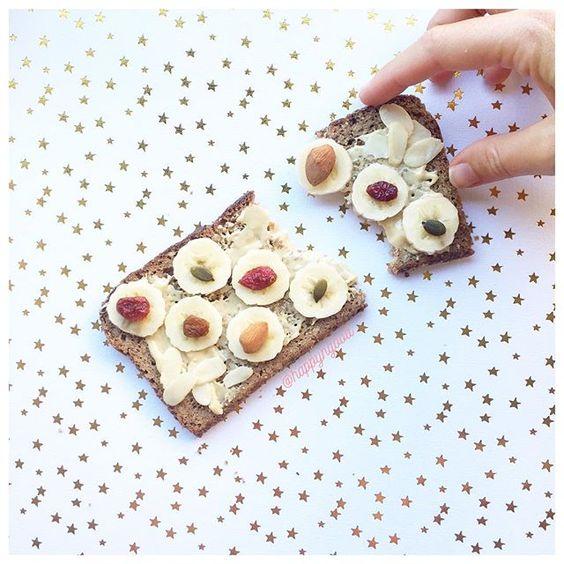 Healthy toast for snacking: 🏋🏼+ 🍞 + 🍌= 👙 #painessene #pureedecajou #banane…