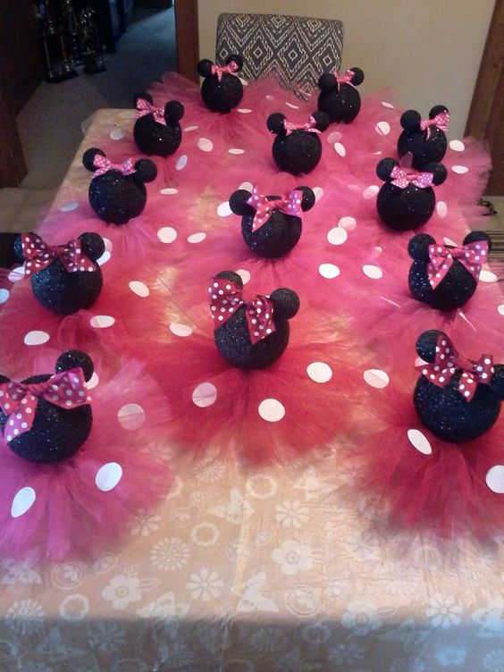Black glittery minnie mouse table centerpiece birthday for Baby minnie mouse decoration ideas