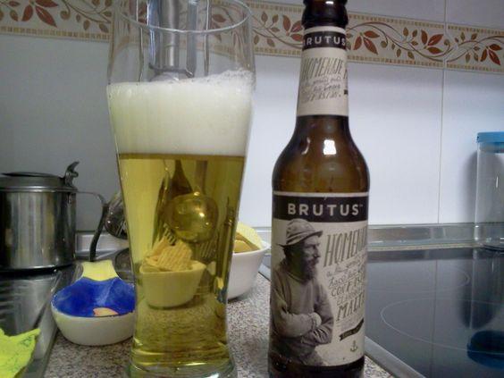 Cerveza BRUTUS. Homenaje a la gente que hace las cosas con pasión. Es una cerveza tipo Lager nacida en Sitges (Barcelona) pero elaborada de manera artesanal en Alemania, de la mano de Aktienbrauerei con una gran experiencia y tradición desde 1308.