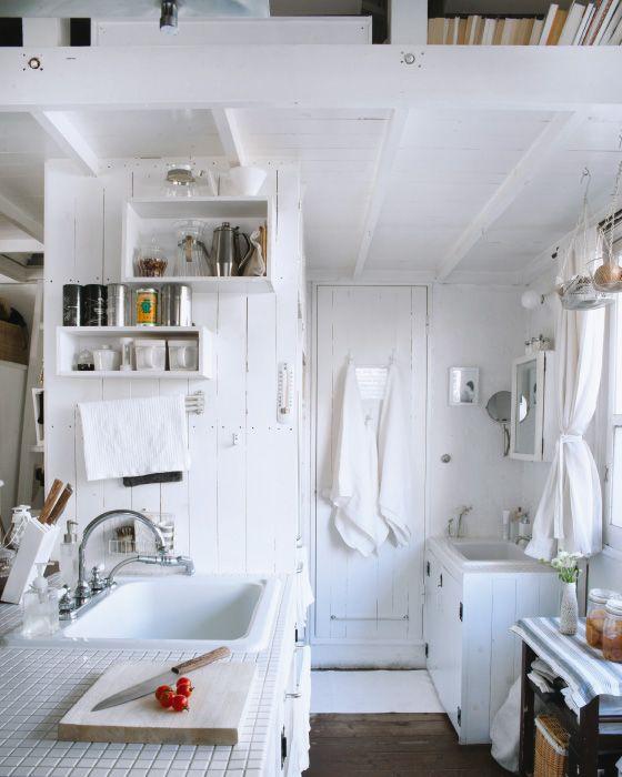 Ideias criativas para a vida em espaços pequenos | Arrumação de cozinha e área do lavatório na pequena casa de Kaoli, em Tóquio
