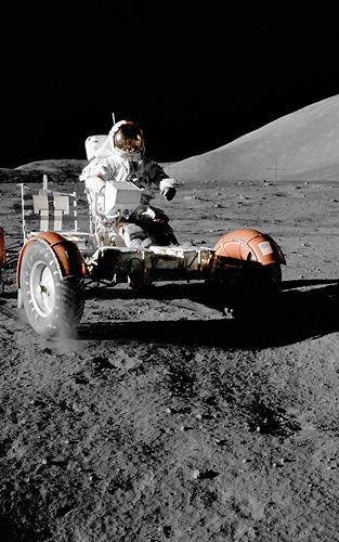 月面で作業しているかっこいい姿
