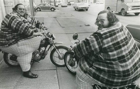 "The McGuire Twins "" Heaviest twins Billy Leon (1946–79) and Benny Loyd (1946 - 2001) McCrary, alias McGuire, were normal in size until the age of six. In November 1978, Billy and Benny weighed 743..."