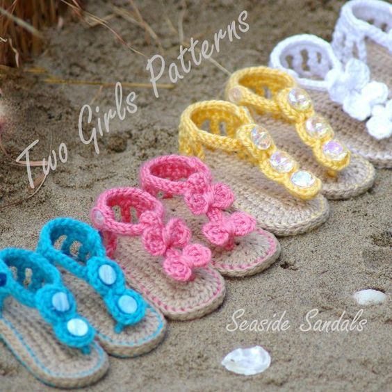 Crocheted baby sandels....adorable.  Now to learn to crochet!