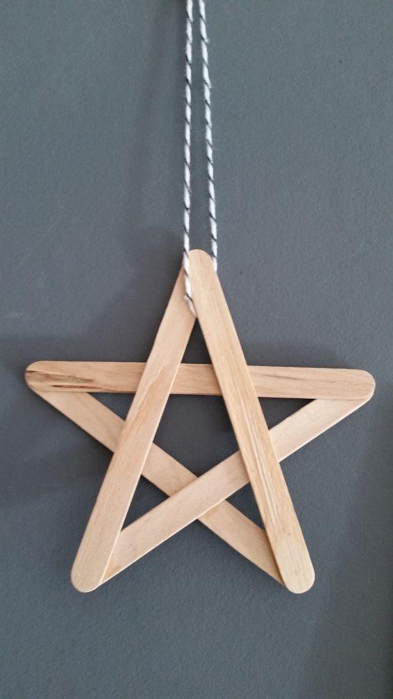 Faça uma estrela de palito de sorvete para decorar a sua árvore de natal