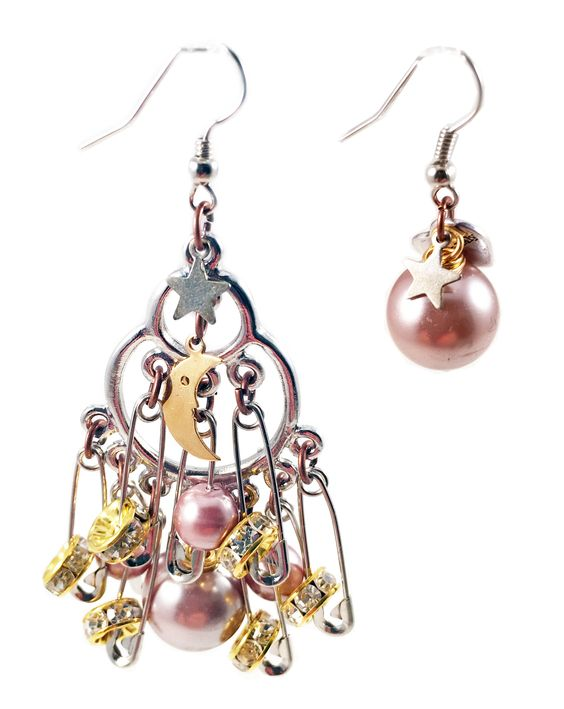 Silver safety pins, crystals and pearls cluster earrings. Perfect for parties, spring, summer time and gift for her.  #rock #earrings #jewelry #pearl #pearls #gift #crystal #statement #handmade #men