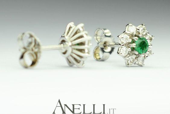 Orecchini in oro bianco con smeraldi e diamanti.. <3 <3 <3 www.anelli.it <3 <3 <3 info@anelli.it <3 +390637515305 <3 #orecchinismeraldi #regalianniversario #regalinatale #ideeregalo http://www.anelli.it/it/orecchini-con-diamanti/orecchini-con-smeraldi-e-diamanti.html