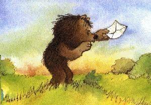 """Der kleine Bär und der kleine Tiger sind dicke Freunde. Am liebsten würden sie sich nie trennen. Aber wie ist es nun, wenn der kleine Bär draußen am Fluß Fische fängt? Dann ist der kleine Tiger allein zu Hause und furchtbar traurig. Da bittet er den kleinen Bären: Du, schreib mir doch mal einen Brief aus der Ferne, damit ich mich freue! Und damit fängt alles an; denn der kleine Tiger und der kleine Bär erfinden die Briefpost, die Luftpost und auch das Telefon mit unterirdischem Kabelsystem."""""""