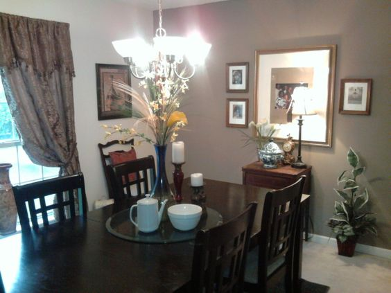 accent wall color for dining room