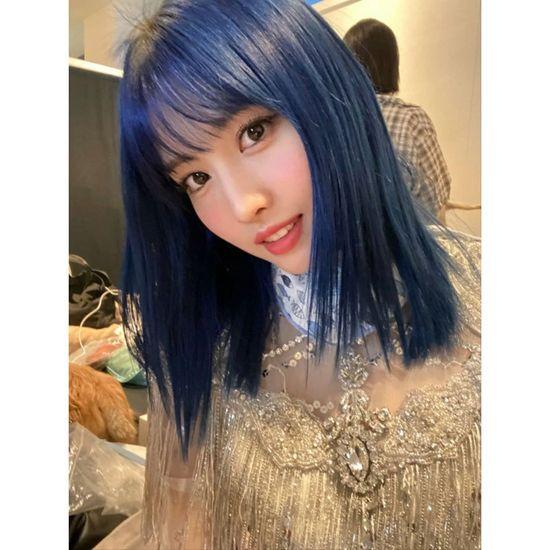 青髪になったtwiceモモの画像が話題に Blue Hair Hair Color Blue Momo