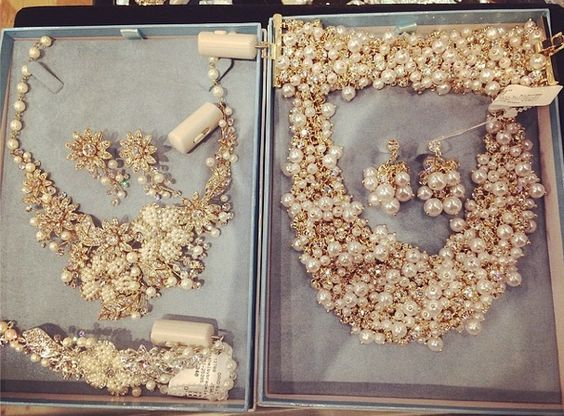 #estellesdressydresses #davidtutera #jewelry