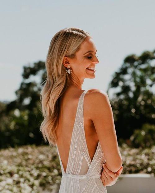 29+ Open back dress hairstyles ideas in 2021
