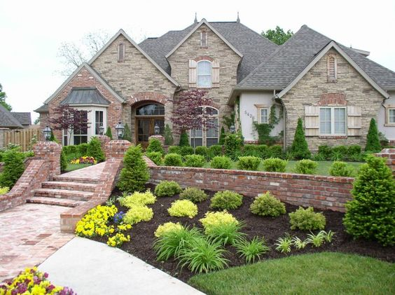 I would so love to make my front yard look like this. :)