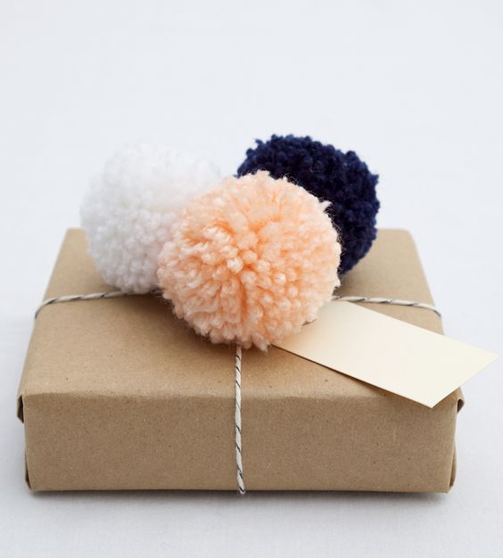 Pom Pom Gift Topper: