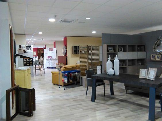 #showroom #esposizione #negozio #alcaro #alcarosrl #alcaroarredamenti #soluzioni #interior #interiordesign #architettura #progettazione #iscasullojonio #serramenti #arredi #sedie #tavoli #ringhiere #alluminio #pvc #infissi