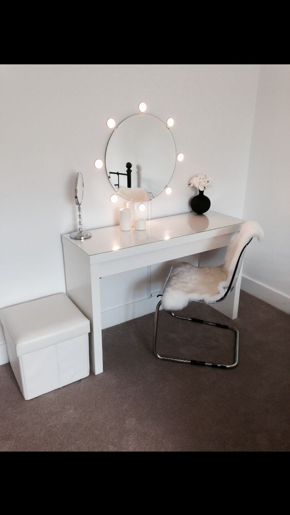 Round mirrors, Vanities and Dressing table on Pinterest