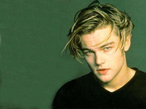 E depois veio esse cabelo que era parecido com o de Troy Dyer, um visual oleoso, porém ainda limpo e brilhante.