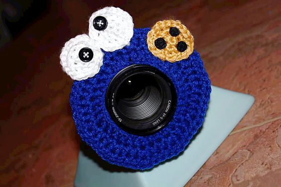 Who likes this???  I know there are photographers out there!  This would be great to keep the kids eyes on the camera!