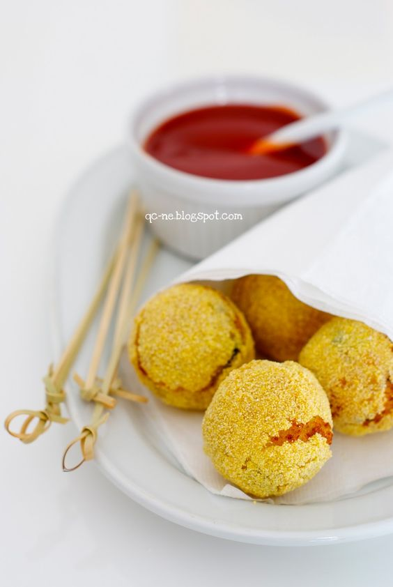 Q.C.ne: Polpettine di cavolfiore con salsa di pomodoro piccante Cauliflower croquettes with spicy tomato dip