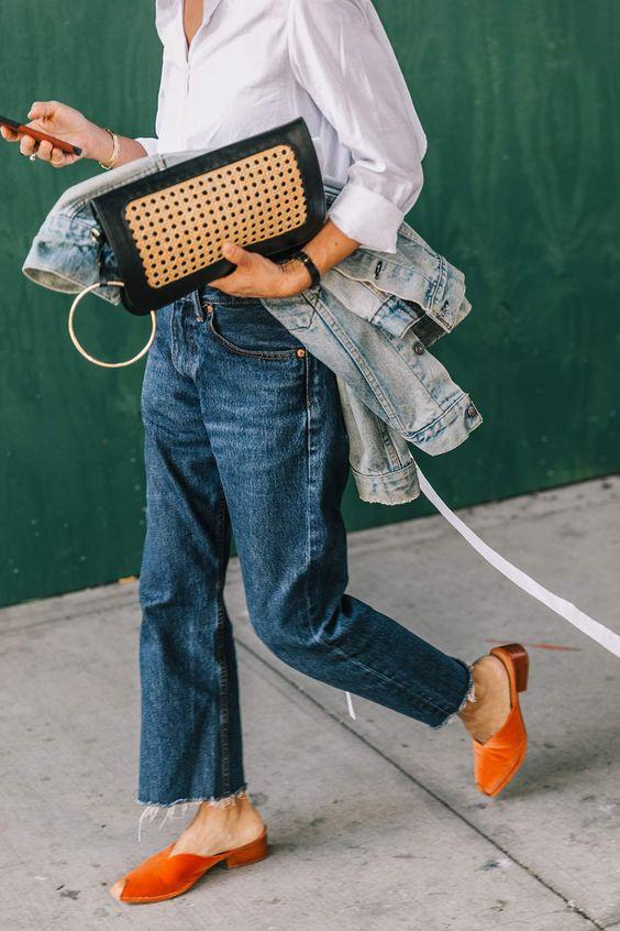 Non è divertente come una volta le persone fotografate per strada alle fashion week erano quelle vestite nei modi più assurdi mentre ora i look che attirano l'attenzione dei fotografi sono dei semplici abbinamenti di denim e top? Finalmente è il mio momento (sapete della mia ossessione per i jeans) : ) Tutte le foto …