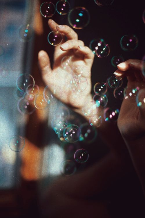 hands and bubbles image