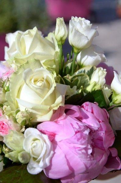 Vous avez trouvé votre âme sœur, les préparatifs pour votre mariage avancent comme il se doit, maintenant vous avez besoin d'un peu d'aide pour planifier votre lune de miel! Vous rêvez d'un voyage mémorable en amoureux au soleil ou dans un coin atypique? Nous allons vous donner quelques conseils afin d'organiser ce voyage de rêve afin de vous assurer une escapade sans stress et... En apprendre plus @ http://www.yesidomariage.com/astuces-conseils/en-route-pour-une-lune-de-miel-de-reve/