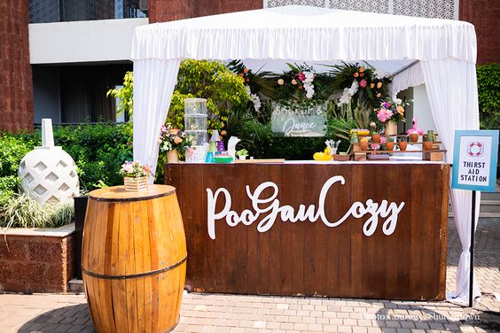 Impressive Wedding Bar Themes and Setup Ideas, 01d6214affbdcc3a60f708a1a4a7fbef