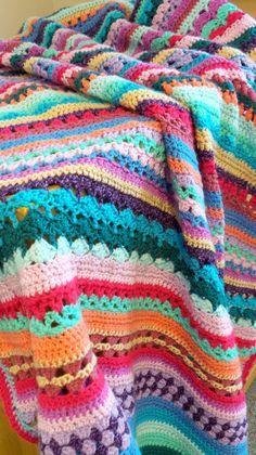Имам много завършени Spice на живота на една кука Заедно одеала да споделя днес.  През последните няколко седмици аз постепенно се събира снимки на черната овца вати одеяла персонала.  Когато Сандра (Cherry Heart), определен с нея една кука заедно тя вероятно не е предполагал колко одеяла ще бъде направено от запалените crocheters от ...: