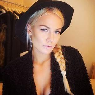 venäläinen nainen sängyssä pillu kostuu
