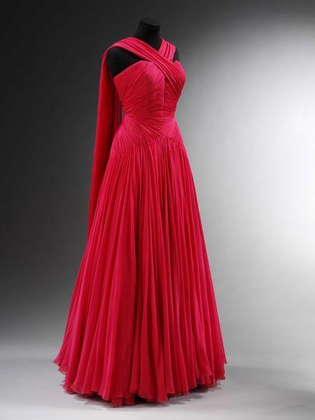 Evening dress (robe du soir longue) by Jean Dessès. Chiffon. Paris, about 1953. Museum no. T.105-1982