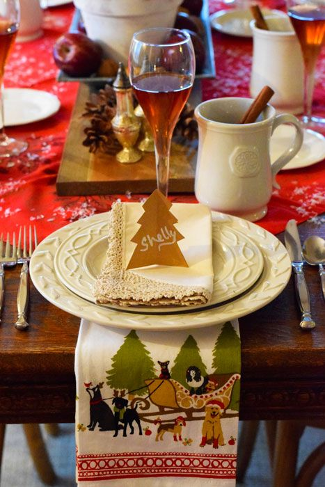 Love this Holiday place setting. The tree place card is so simple and cute! Learn more at: www.theprairiechick.com: