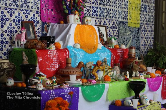 How to make a dia de Los muertos altar...Day of the Dead altar at the Escuela de Gastronomía Mexicana in Mexico City