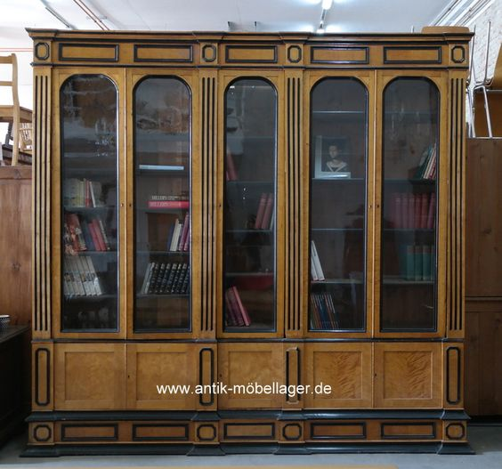 antikes biedermeier b cherregal geflammte birke antique. Black Bedroom Furniture Sets. Home Design Ideas