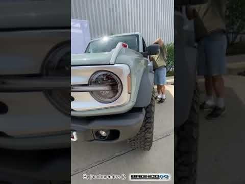 2021 Ford Bronco 4 Door Cactus Gray White Top Walkaround Youtube Ford Bronco Ford Bronco 4 Door Bronco